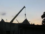 Żuraw samochodowy hydrauliczny z wysięgnikiem rozsuwanym na budowie - Zbrosławice