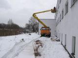 Podest ruchomy samojezdny P184H (podnośnik koszowy – zwyżka) prace dachowe